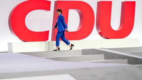 Die CDU-Chefin Annegret Kramp-Karrenbauer ist zufrieden mit dem Parteitag in Leipzig.