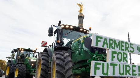 Protestaktion rund um die Siegessäule: Auch bayerische Bauern haben sich auf den Weg nach Berlin gemacht, um am Dienstag für mehr Mitsprache in der Agrarpolitik zu demonstrieren.