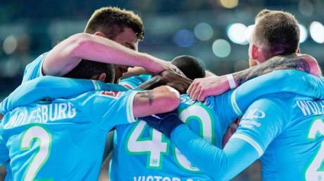 Wolfsburg spielt am 12.12.19 in der Europa League gegen AS Saint-Étienne. Bei uns gibt es die Infos zur Übertragung im Live-Stream. Wird das Spiel auch im Free-TV gezeigt?