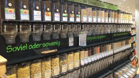 Ähnlich wie hier in einem Laden in Weilheim soll es auch im Herzstück Horgau Trockenprodukte wie Nudeln, Reis, Müsli, Kerne und Kaffee aus Schütten zum Selbstabfüllen geben.