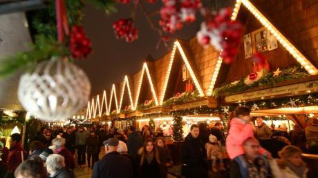 Der Ulmer Weihnachtsmarkt findet heuer wieder vor der malerischen Kulisse des Ulmer Münster statt. Öffnungszeiten, Programm und Termine - hier die Infos.