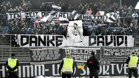 """""""Dem Verein in seiner schwersten Zeit die Treue gehalten. Danke David!"""" So dankte der D-Block im Ulmer Donaustadion David Braig, der nach 13 Jahren Spatzen-Zugehörigkeit den Verein verlassen hat. Auch die Fans wurden belohnt, Ulm bezwang Offenbach mit 1:0."""