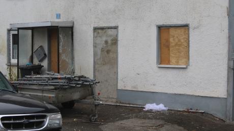 In Gannertshofen hat die Polizei  im November ein Haus durchsucht. Es ging um den Verdacht des illegalen Waffenhandels. Auch ein Sondereinsatzkommando war vor Ort.