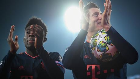 """Alphonso Davies und Robert Lewandowski: Auslosung Champions League Achtelfinale & Europa League """"R32"""" live in TV & Stream - TV-Termine & TV-Übertragung."""