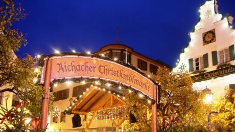 Die Stadt im weihnachtlichen Lichterglanz: Am Freitag wird der Aichacher Christkindlmarkt eröffnet.