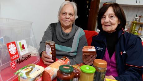 Einmal im Monat bekommt Martha Günter ein Essenspaket, gebracht wird es von der ehrenamtlichen Helferin Marlies Ott. Zwischen den beiden hat sich in all den Jahren ein Vertrauensverhältnis entwickelt.