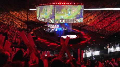 """Ein Foto der """"League of Legends""""-WM in Frankreich. Auch in Neu-Ulm wird es ein Turnier geben."""