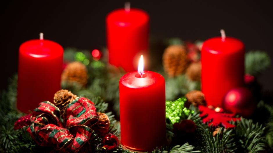 Die Adventszeit ist dieses Jahr anders als sonst. So stellen sich ein Postbote, zwei Kinder und ein Ex-Ministerpräsident drauf ein.