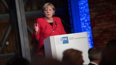 Angela Merkel spricht am Vorabend der DIHK.