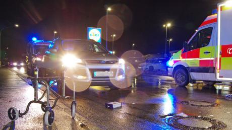 Am frühen Freitagabend ereignete sich in Thannhausen ein schwerer Verkehrsunfall, bei dem eine 71-Jährige beim Überqueren einer Straße von einem Auto erfasst wurde.