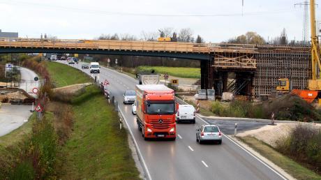 Die B10 zwischen dem Neu-Ulmer Stadtrand und der Anschlussstelle Nersingen wird vierspurig ausgebaut.