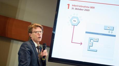 BER-Flughafen-Chef Engelbert Lütke Daldrup präsentiert das neue Eröffnungsdatum.