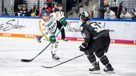 Die beiden ersten Treffer von Mitch Callahan (links) in der Deutschen Eishockey-Liga reichten Augsburg nicht zum Sieg in Nürnberg.