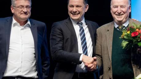Jörg Meuthen (l-r), Tino Chrupalla und Alexander Gauland beim Parteitag in Braunschweig.