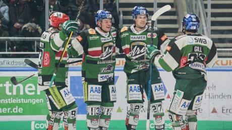 Die Augsburger Panther gewinnen gegen den EHC mit 5:2.