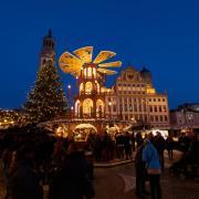 So wird es dieses Jahr im Advent auf dem Augsburger Rathausplatz nicht aussehen. Es gibt deutlich weniger Glühweinstände.
