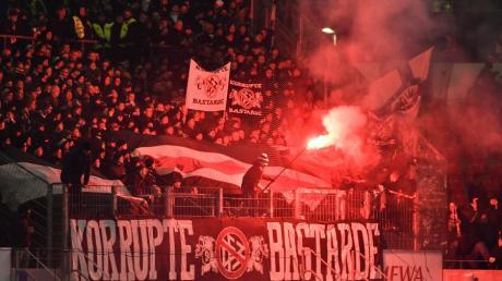 Die Frankfurter Fans machten schon vor dem Spiel auf sich aufmerksam.