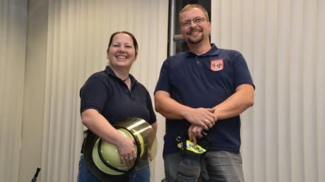 Zwei Ehrenamtliche von vielen in der Region: Dr. Cornelia Schneider aus Lauingen und Stefan Pallor aus Gundelfingen packen in den Feuerwehren ihrer Heimatstädte mit an.