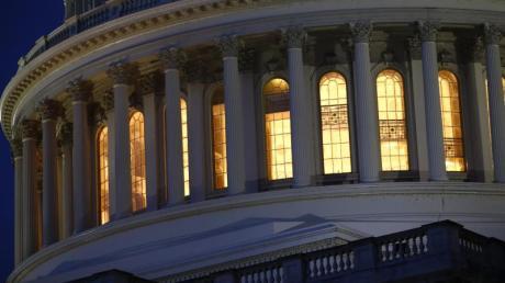 Kuppel des Kapitols:Das US-Repräsentantenhaus geht den nächsten wichtigen Schritt für ein mögliches Amtsenthebungsverfahren gegen Präsident Donald Trump.