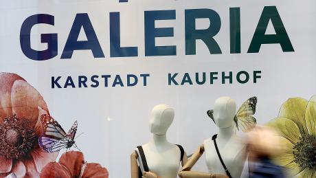 Die Mitarbeiter der Warenhauskette Kaufhof sind besorgt: Ein Ausbleiben eines neuen Tarifvertrags würde für sie enorme Lohneinbußen bedeuten.