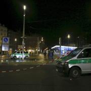 Nach einer körperlichen Auseinandersetzung am Augsburger Königsplatz ist am späten Freitagabend ein Mann gestorben.
