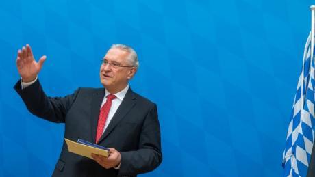Bayerns Innenminister Joachim Herrmann will die Polizeipräsenz in den Innenstädten verstärken.