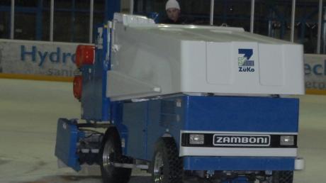 In Königsbrunn musste am Sonntagabend das Eishockeyspiel gegen Dorfen nach dem zweiten Drittel abgebrochen werden, weil die Eismaschine defekt war.