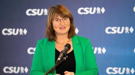 Petra Wagner bei der Nominierungsversammlung der CSU und FWG in Oettingen.