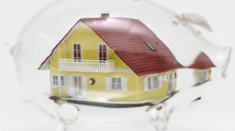 Bausparen kann sich lohnen - Kunden müssen aber genau durchrechnen, ob ein Angebot zu ihnen passt.