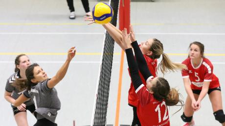 Gegen den TSV Obergünzburg 2 (rote Trikos) setzte es für die Türkheimerinnen erneut eine Niederlage.