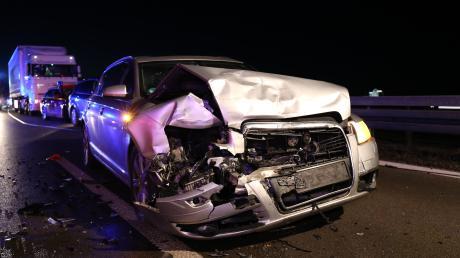 Drei Unfälle sind am Dienstagabend auf der A 96 bei Mindelheim passiert. Die Autobahn war mehrere Stunden gesperrt.