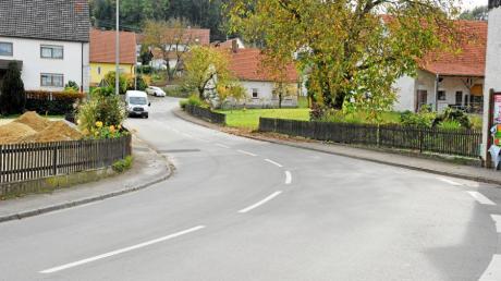 Besonders kurvenreich ist die  Ritter-von-Eppo-Straße in Eppisburg. Hier wünschen sich die Anwohner eine Umgehung.