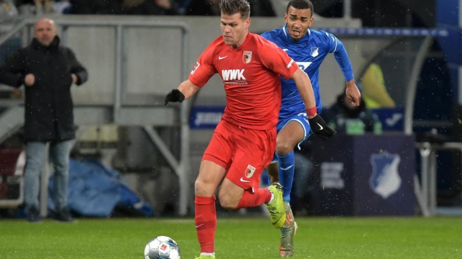 War der Dreh- und Angelpunkt des Augsburger Spiels: Florian Niederlechner. Der Stürmer war an allen vier Treffern des FCA beteiligt.