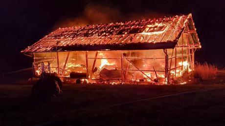 Lichterloh brannte in der Nacht auf Samstag ein Stadel nördlich von Rott.