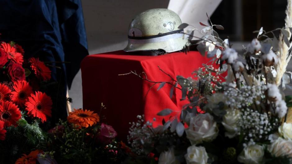 Der Getötete arbeitete nicht nur bei der Berufsfeuerwehr, sondern engagierte sich auch bei der Freiwilligen Feuerwehr Neusäß.