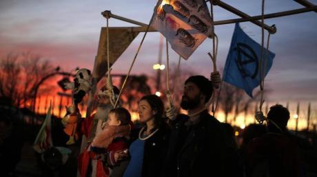 Demonstranten protestieren vor der COP25-Klimakonferenz.
