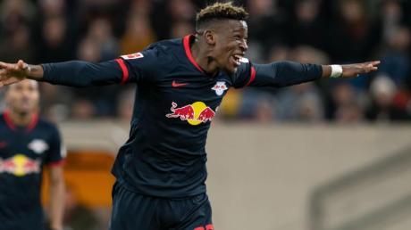 Leipzigs Nordi Mukiele jubelt über seinen Treffer zum 3:0.