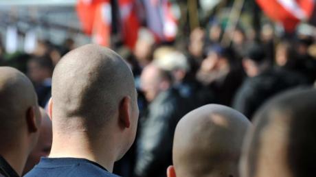 Rechtsextremisten bei einer Kundgebung inDortmund.