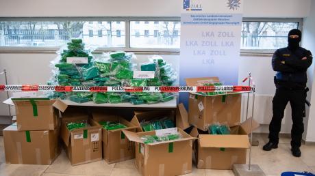 Bei einer Pressekonferenz stellte das LKA die 500 Kilogramm Kokain aus.