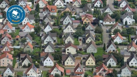 Wie viel kostet ein Bauplatz im der Region? Und wie viel ein Reihenhaus? Auf diese Fragen liefert der Immobilienmarktbericht Antworten.