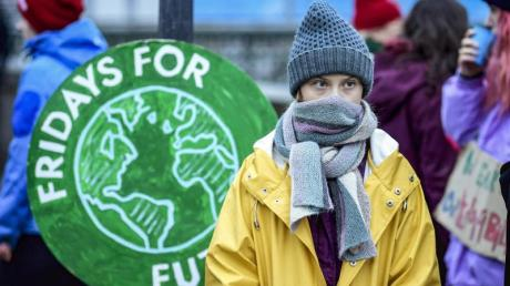 News: Greta Thunberg demonstriert jetzt wieder vor dem Parlament in Stockholm für mehr Klimaschutz.