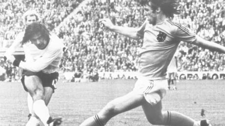 Das wohl wichtigste Tor seiner Karriere: Gerd Müllers Treffer zum entscheidenden 2:1 im WM-Finale 1974 gegen die Niederlande, das der deutschen Mannschaft den Titel bescherte.