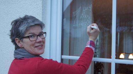 Wibke Sachs ist als bekennender Weihnachtsfan und Initiatorin auch in diesem Jahr beim Merchinger Adventskalender dabei.