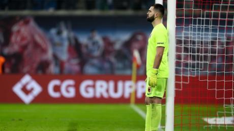 Augsburgs Torwart Tomas Koubek fehlt wegen eines grippalen Infekts gegen Werder Bremen.
