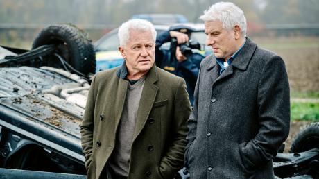 """Ivo Batic (Miroslav Nemec) und Franz Leitmayr (Udo Wachtveitl) glauben nicht an einen einfachen Autounfall: Szene aus dem München-Tatort """"One Way Tciket"""", der heute im Ersten läuft."""