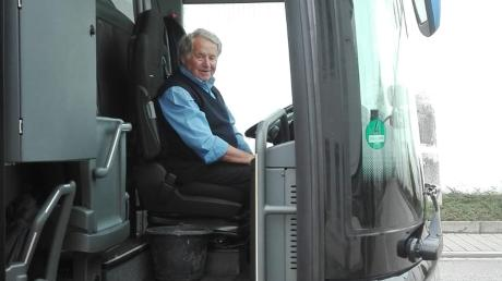 So kennen die Fahrgäste Martin Niedermair – mit einem Lächeln als Begrüßung.
