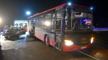 Bei einem Verkehrsunfall mit einem Linienbus bei Neu-Ulm wurden zwei Personen verletzt.