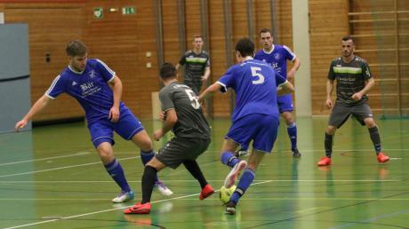 Als Turniersieger hat sich Denklingen (blaue Trikots) für die Zugspitzmeisterschaft qualifiziert. Jahn Landsberg schied nach der Vorrunde aus.
