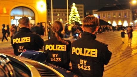 Die Polizei zeigte an Silvesterabend in der Augsburger Innenstadt starke Präsenz.