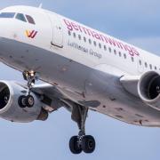 Ein Flugzeug vom Typ Airbus A319 der deutschen Fluggesellschaft Germanwings startet vom Flughafen in Stuttgart.